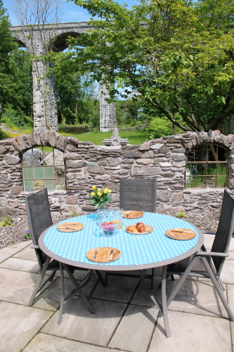 Dining outdoors- food looks even better presented on wood. Wooden tableware from IrishMadeGifts.com from just €20